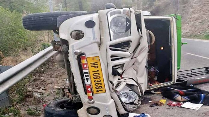 pickup crashed on Sandhur mode on the Rohru-Shimla highway