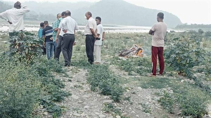 Death due to corona infection dead body washed away in river