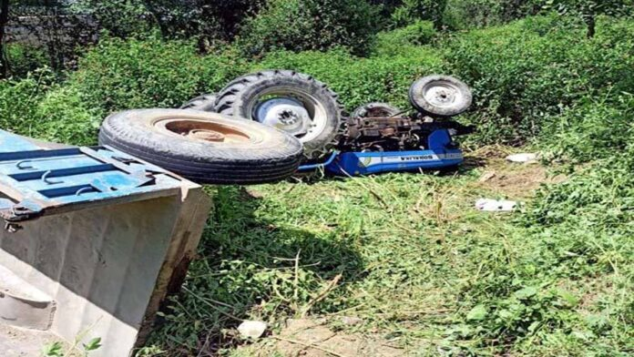 tractor crashed in village Kharaut under Bhawarna police station