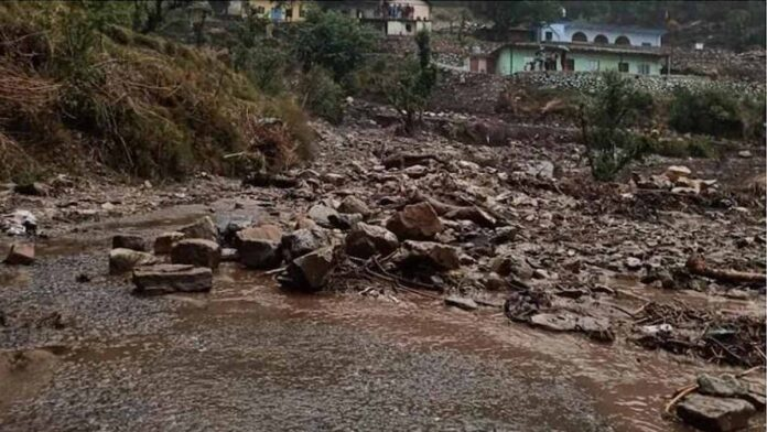 Seven killed and many missing due to cloudburst