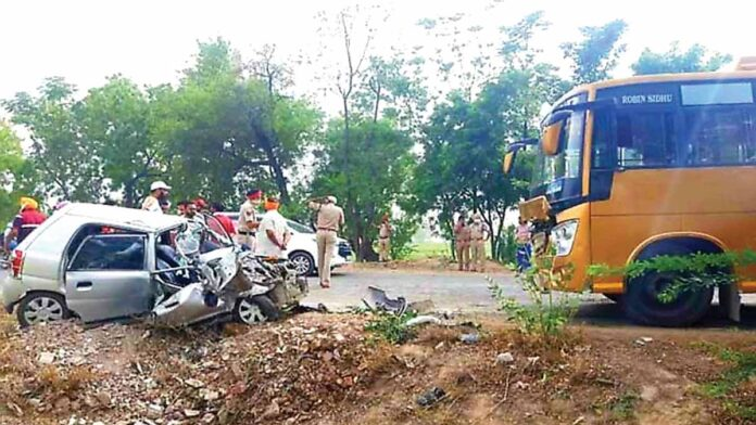 Car-bus collision 6 killed including husband wife and mother