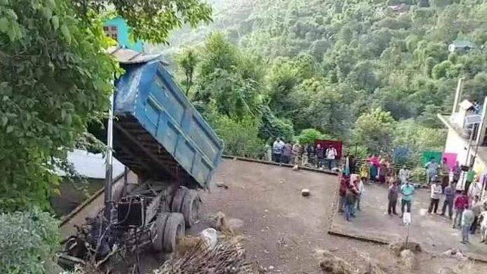 driver died after a truck fell on a residential house in Kandaghat